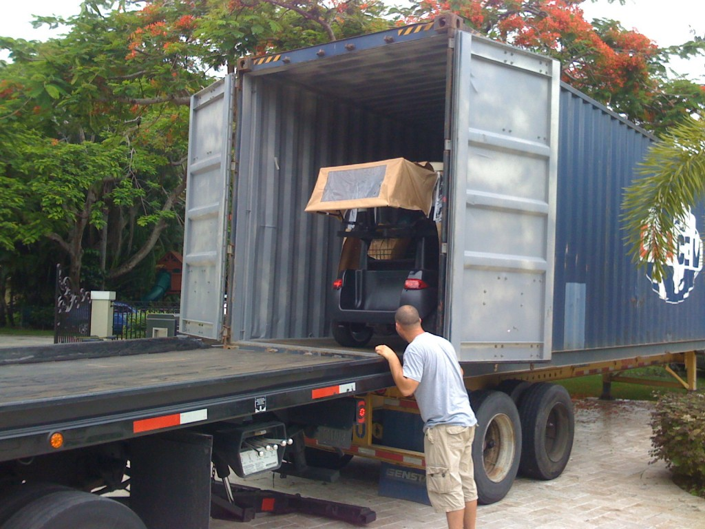 Packing and loading International 20' and 40' Containers by Packing Service Inc