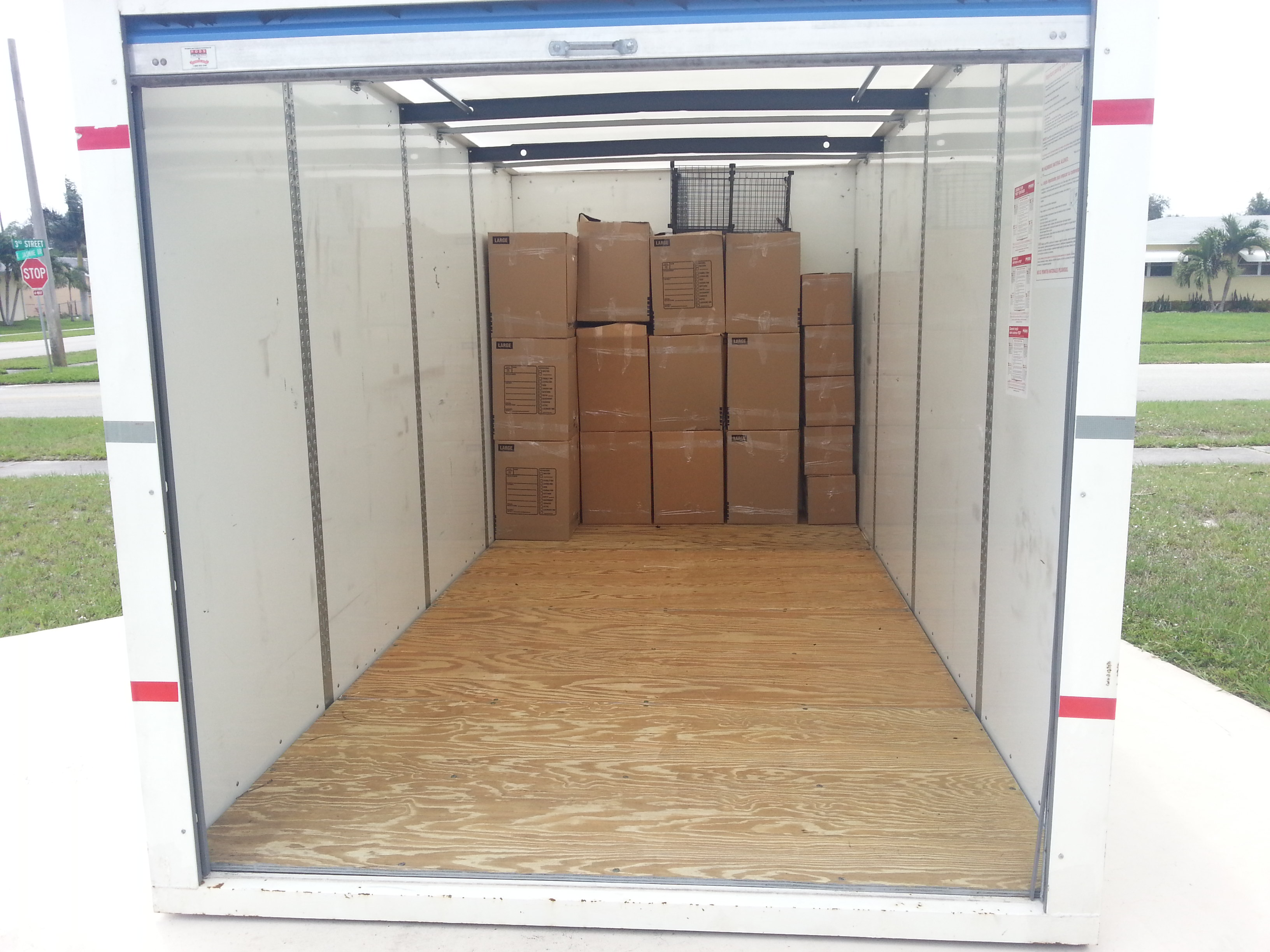 When packing and loading pods containers and rental trucks; the professional Packing and Loading staff at Packing Service, Inc. always make sure to be careful with all customer items and take the necessary precautions to load them in the safest and most secure way.